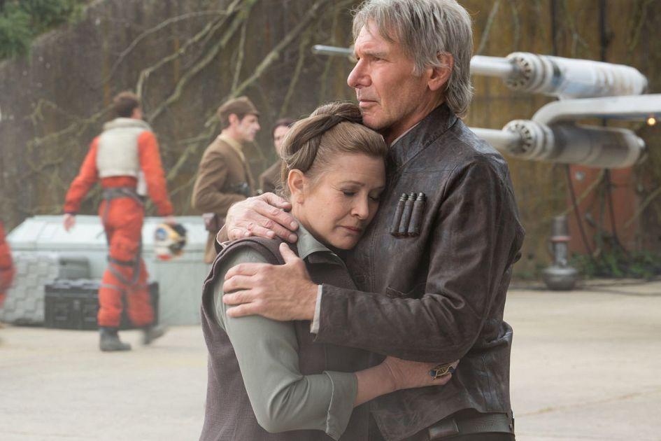 Star Wars 7 : six nouvelles images ! Star-Wars-7-Han-Solo-hugs-Leia