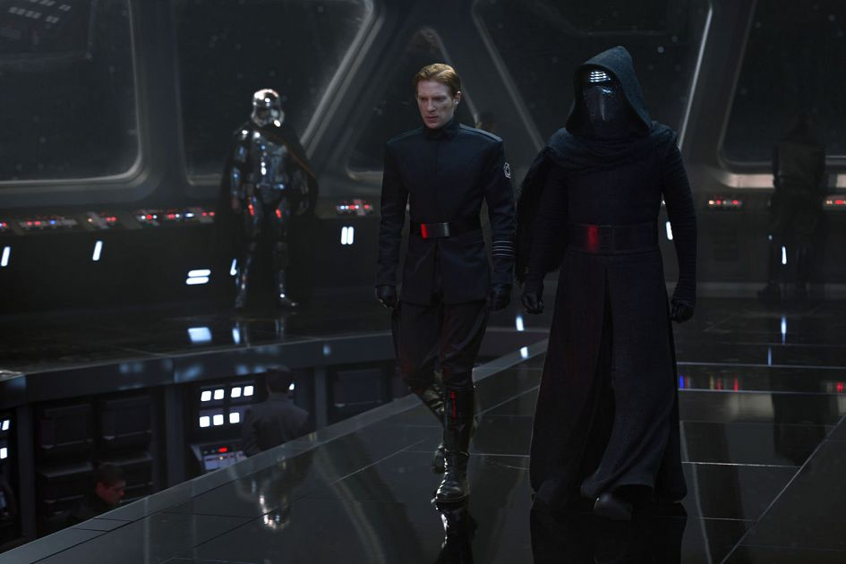 Star Wars 7 : six nouvelles images ! Star-Wars-7-Hux-and-Kylo