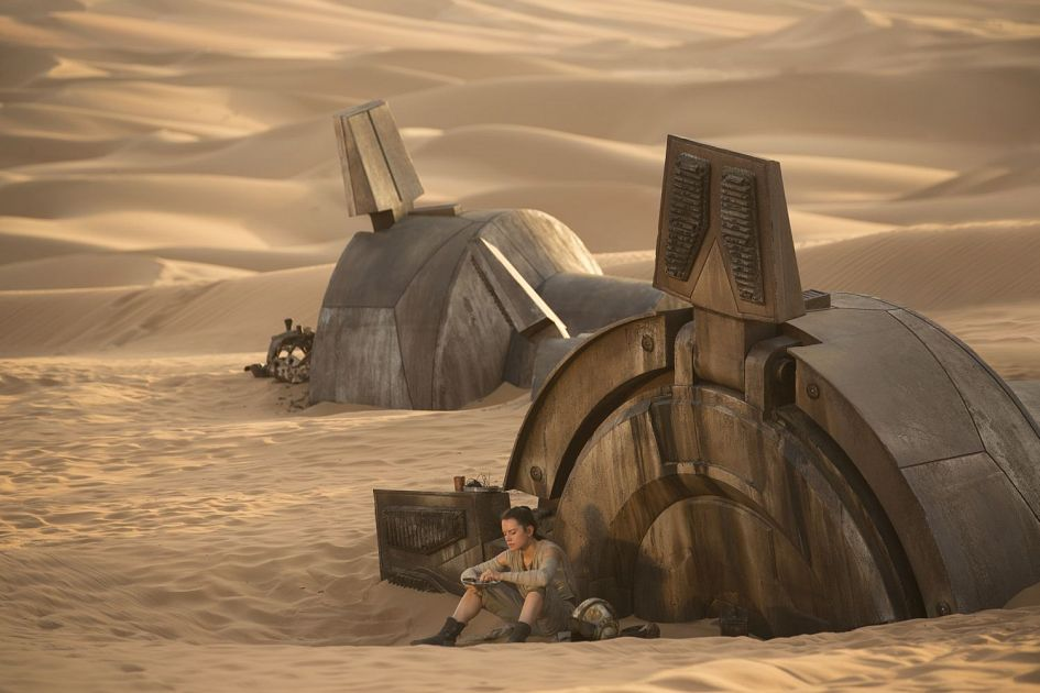 Star Wars 7 : six nouvelles images ! Star-Wars-7-Rey-on-Jakku