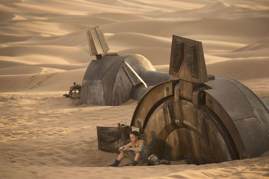 Star Wars 7 : six nouvelles images ! Star-Wars-7-Rey-on-Jakku