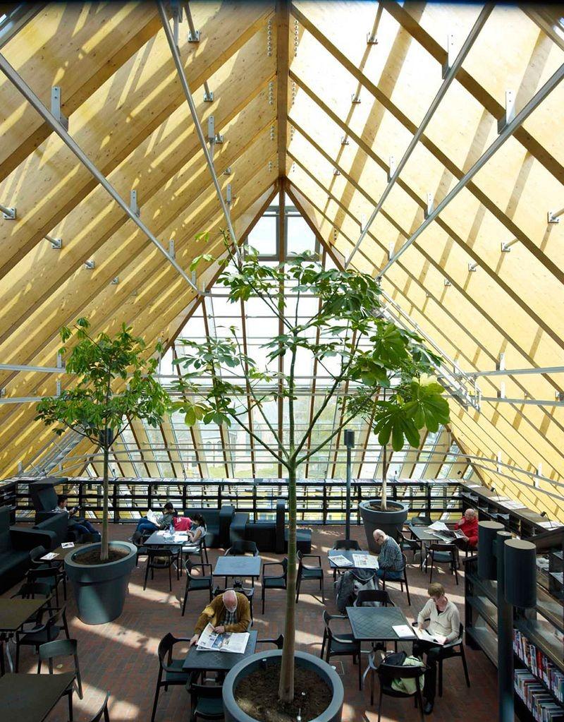 """L'impressionnante """"montagne de livres"""" de Spijkenisse aux Pays-Bas bibliotheque-municipale-spijkenisse-1"""