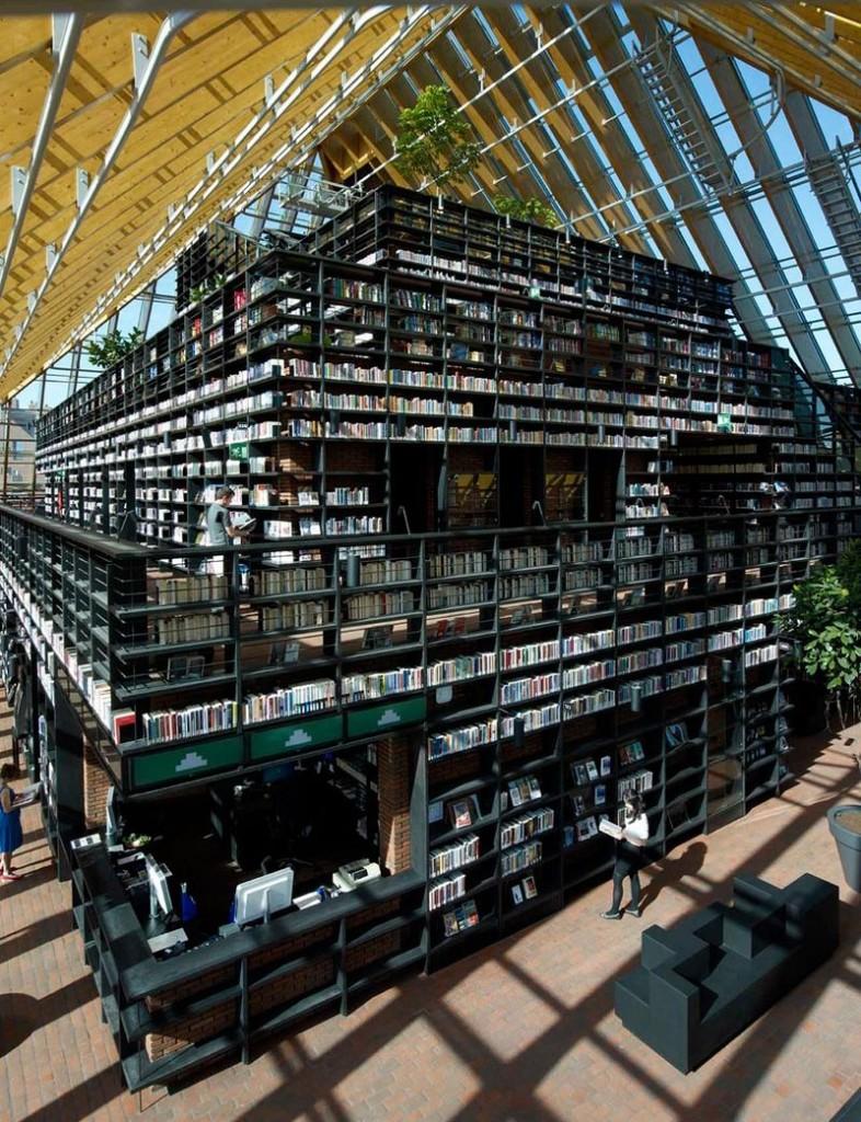 """L'impressionnante """"montagne de livres"""" de Spijkenisse aux Pays-Bas bibliotheque-municipale-spijkenisse-10-786x1024"""