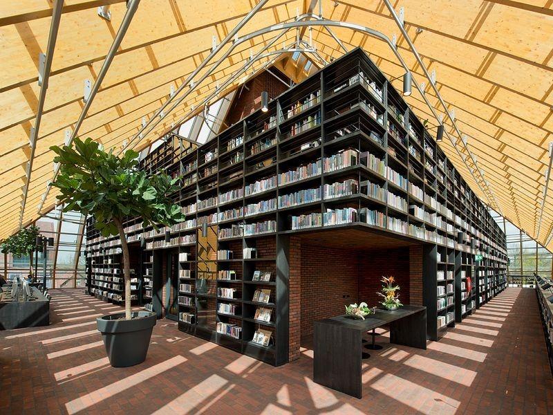 """L'impressionnante """"montagne de livres"""" de Spijkenisse aux Pays-Bas bibliotheque-municipale-spijkenisse-2"""