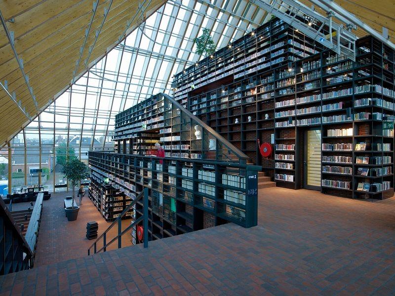 """L'impressionnante """"montagne de livres"""" de Spijkenisse aux Pays-Bas bibliotheque-municipale-spijkenisse-4"""