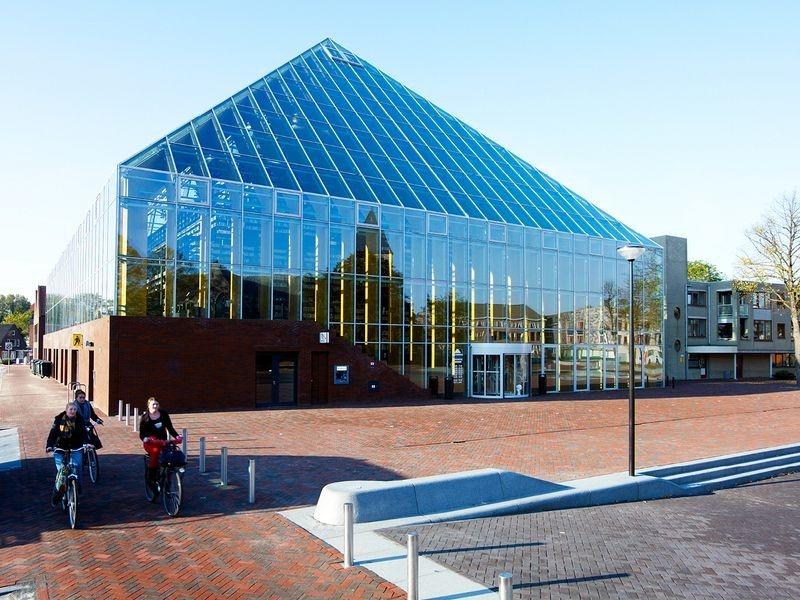 """L'impressionnante """"montagne de livres"""" de Spijkenisse aux Pays-Bas bibliotheque-municipale-spijkenisse-5"""