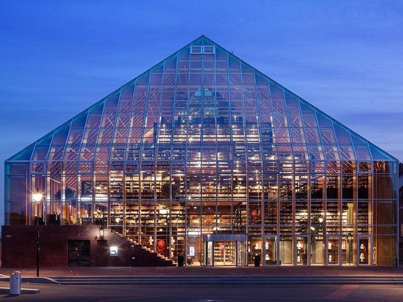 """L'impressionnante """"montagne de livres"""" de Spijkenisse aux Pays-Bas bibliotheque-municipale-spijkenisse-7"""