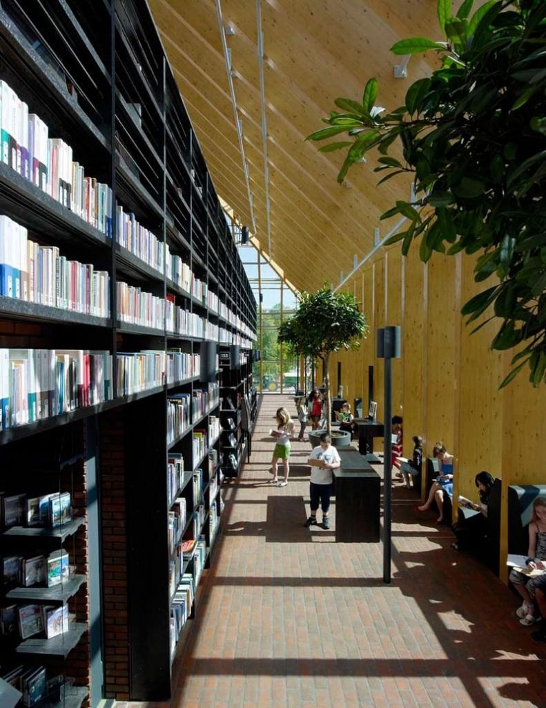 """L'impressionnante """"montagne de livres"""" de Spijkenisse aux Pays-Bas bibliotheque-municipale-spijkenisse-8-791x1024"""