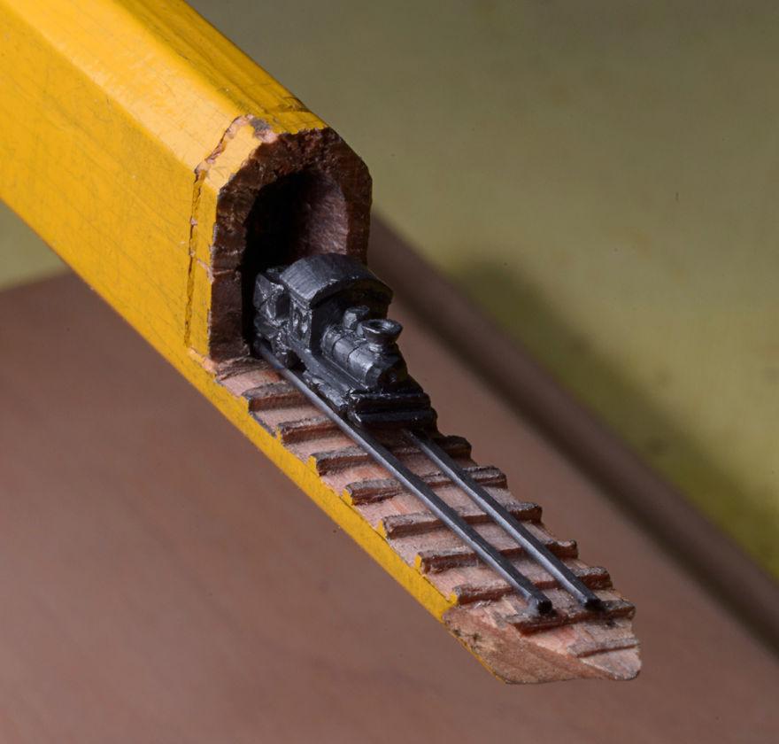 Ce petit train est sculpté dans la mine d'un simple crayon de bois crayon-mine-sculpte-cindy-chinn-2