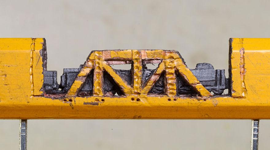 Ce petit train est sculpté dans la mine d'un simple crayon de bois crayon-mine-sculpte-cindy-chinn-5