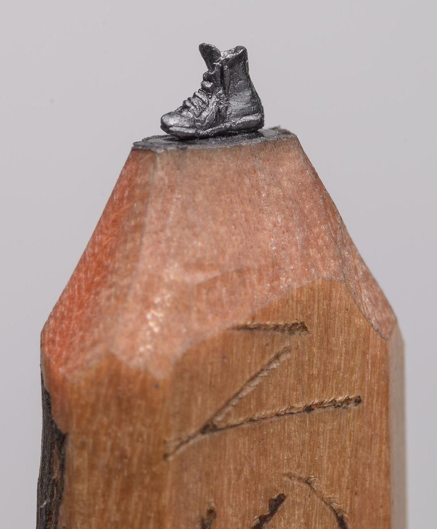 Ce petit train est sculpté dans la mine d'un simple crayon de bois crayon-mine-sculpte-cindy-chinn-8