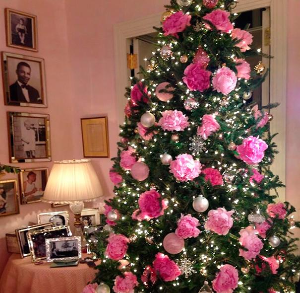 Décorez votre sapin de Noël avec des fleurs decorer-votre-sapin-avec-des-fleurs-12