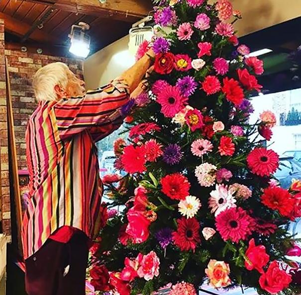 Décorez votre sapin de Noël avec des fleurs decorer-votre-sapin-avec-des-fleurs-9