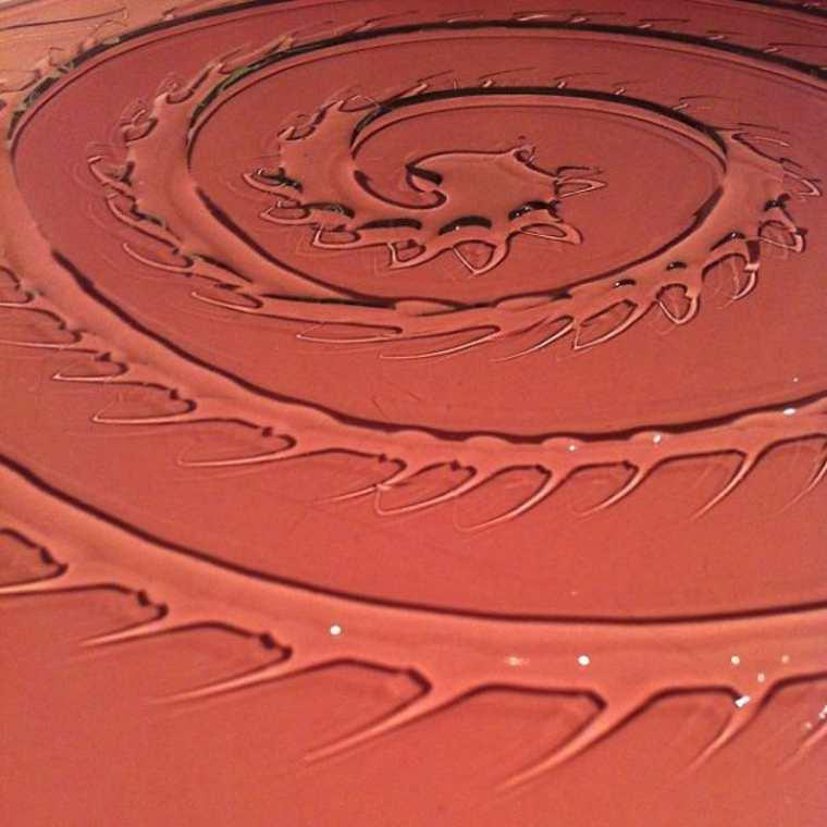 Un artiste utilise de l'eau pour en faire des oeuvres d'art eau-oeuvre-art-aravis-dollmenna-17