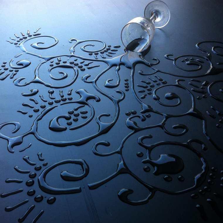 Un artiste utilise de l'eau pour en faire des oeuvres d'art eau-oeuvre-art-aravis-dollmenna-3