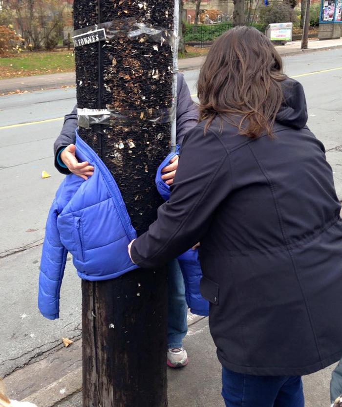 Incroyable générosité de la part de ces enfants canadiens pour aider les S.D.F. enfants-canada-manteau-sans-abris-5