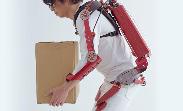 L'exosquelette Innophys aide à soulever des charges lourdes facilement innophys