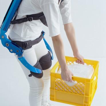 L'exosquelette Innophys aide à soulever des charges lourdes facilement innophys3