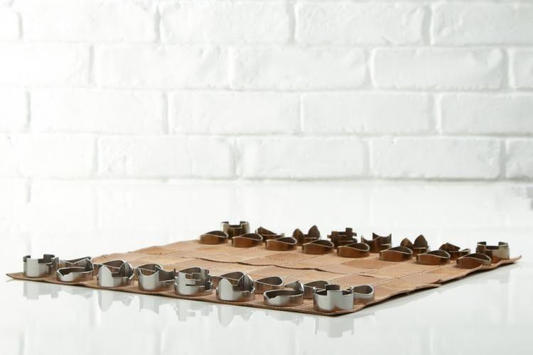 Un jeu d'échecs pliable à emporter partout jeu-echecs-cuir-pilable-3