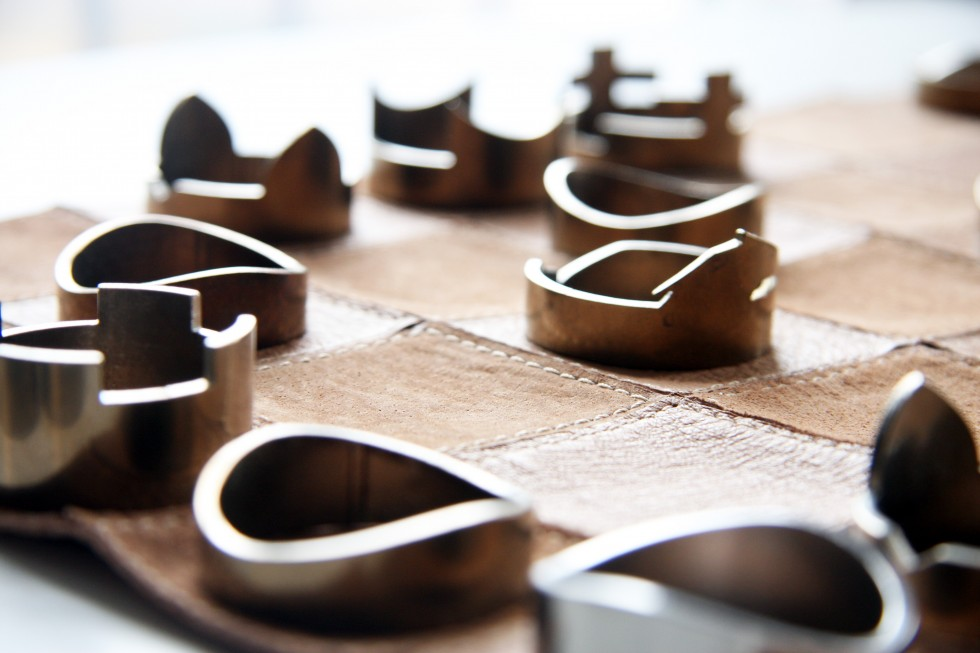 Un jeu d'échecs pliable à emporter partout jeu-echecs-cuir-pilable-5