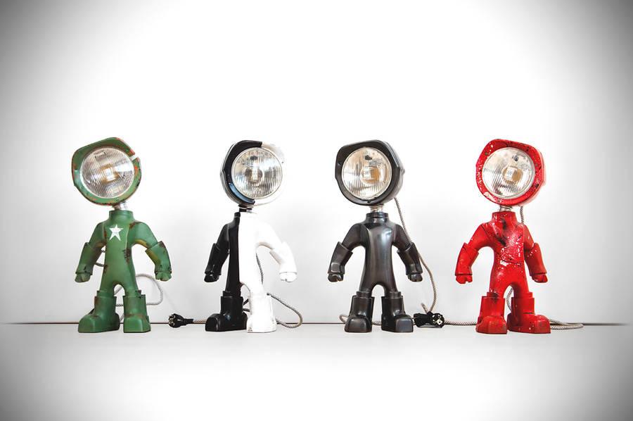 Un petit robot en guise de lampe de bureau lampster-robot-3