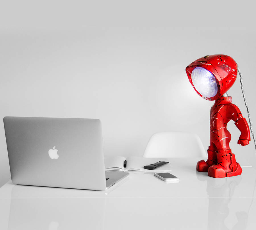 Un petit robot en guise de lampe de bureau lampster-robot-4