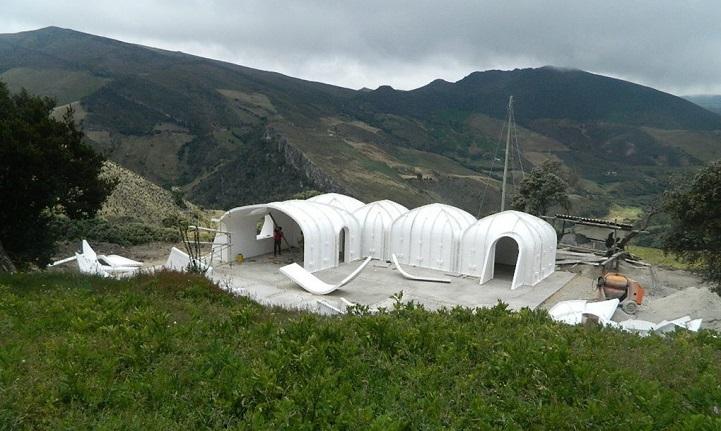 Ces maisons écologiques sont construites en seulement trois jours maison-verte-hobbit-12