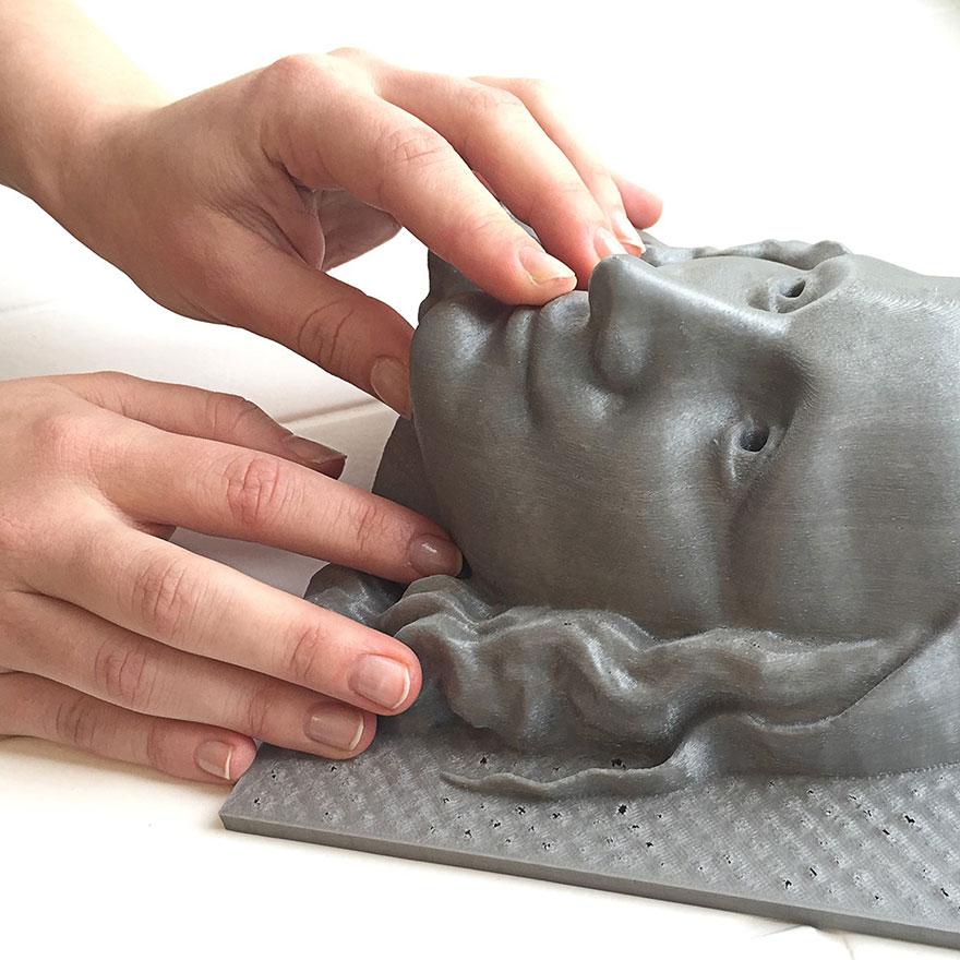 """Les aveugles pourront """"voir"""" les célèbres tableaux grâce à l'impression 3D peintures-3d-aveugle-4"""