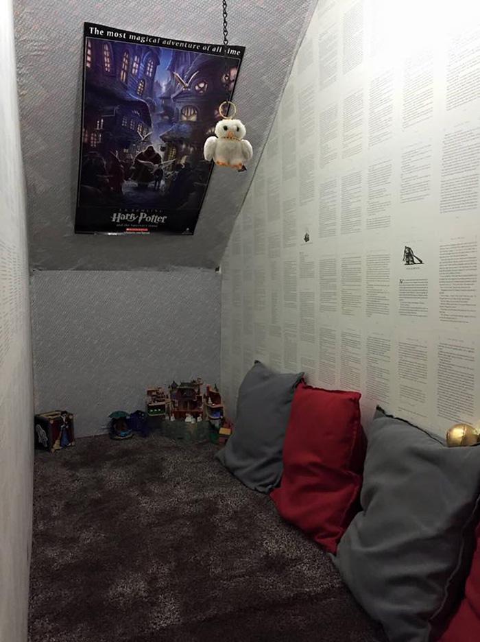 Inspirée par l'univers d'Harry Potter, une mère transforme son placard sous l'escalier placard-escalier-harry-potter-3