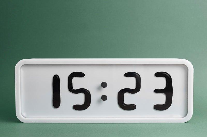 RHEI : une horloge épurée au fonctionnement original rhei-horloge-aimant-fluide-11