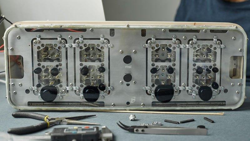 RHEI : une horloge épurée au fonctionnement original rhei-horloge-aimant-fluide-6