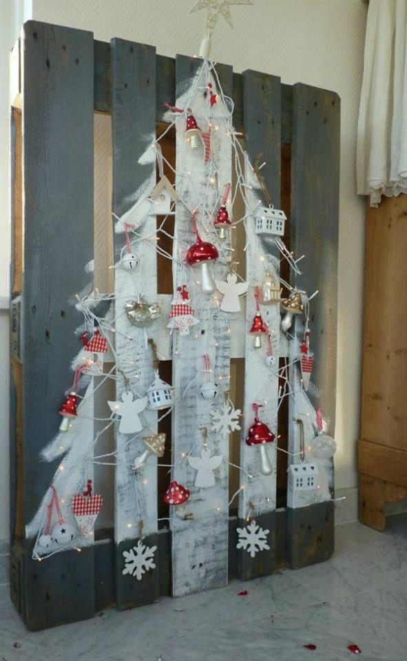 Comment réaliser un sapin de Noël avec une palette sapin-palette-deco-2