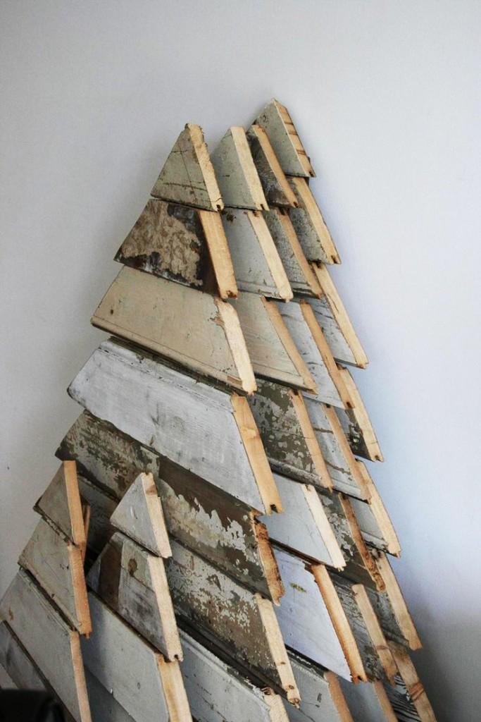 Comment réaliser un sapin de Noël avec une palette sapin-palette-deco-3-683x1024