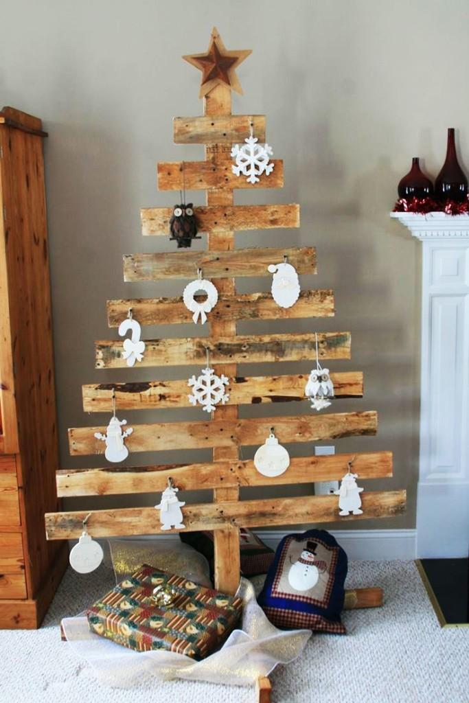 Comment réaliser un sapin de Noël avec une palette sapin-palette-deco-4-683x1024