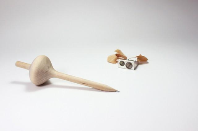 Des designers français créent un crayon ludique en forme de toupie spincil-crayon-toupie-4