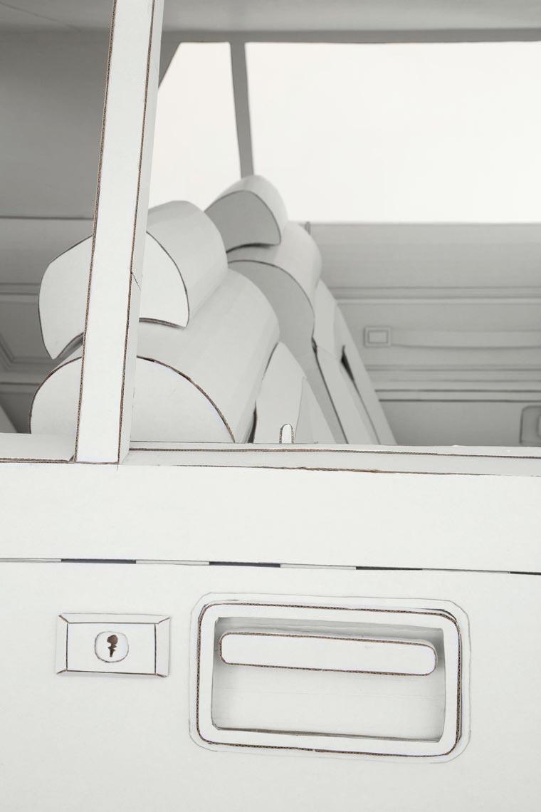 Une artiste réalise avec du carton la copie conforme de la voiture de son grand-père voiture-carton-grand-pere-11