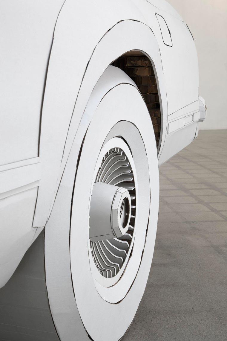 Une artiste réalise avec du carton la copie conforme de la voiture de son grand-père voiture-carton-grand-pere-13