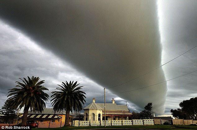 """Voyagez en Australie et découvrez le """"Morning glory cloud"""" Morning-Clouds-Australie-7"""
