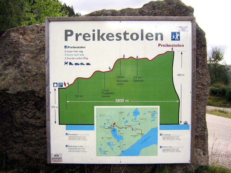 La sublime falaise Preikestolen offre une vue vertigineuse Preikestolen-Norvege