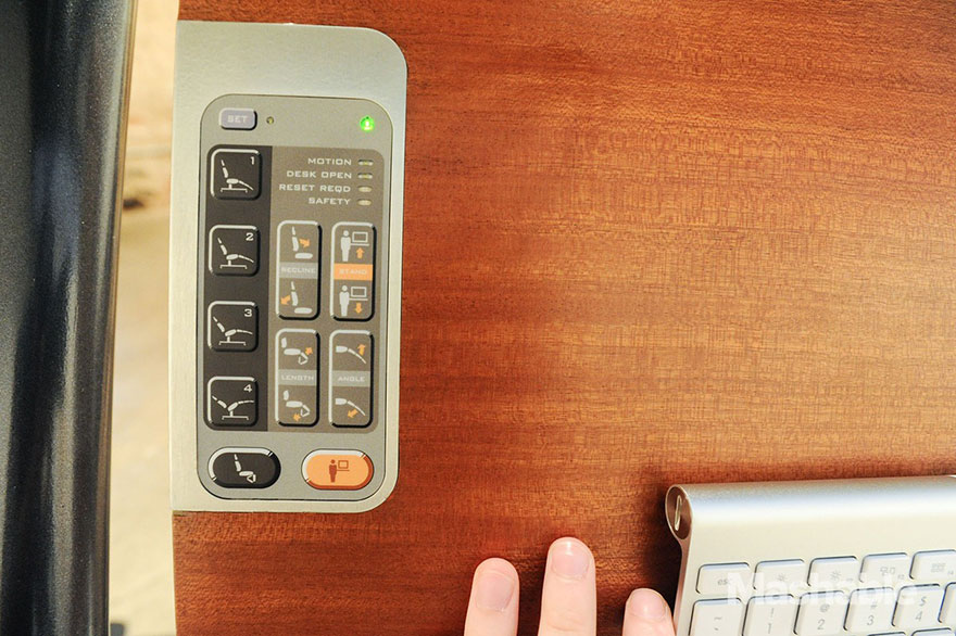 Ce bureau ajustable vous permet de travailler tout en étant allongé. Le pied ! bureau-ajustable-altwork-station-2
