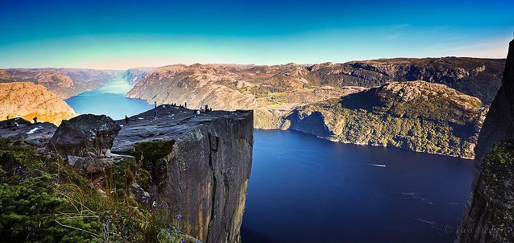La sublime falaise Preikestolen offre une vue vertigineuse falaise-norvege-4