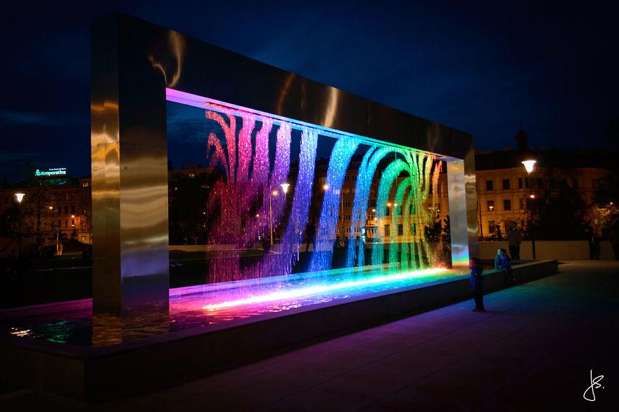 Cette incroyable fontaine multicolore se trouve en République Tchèque fontaine-brno-multicolore-2