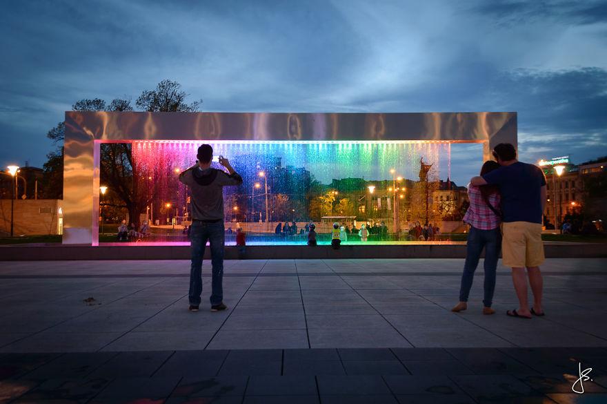 Cette incroyable fontaine multicolore se trouve en République Tchèque fontaine-brno-multicolore-3