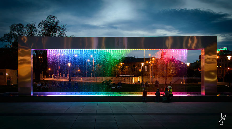 Cette incroyable fontaine multicolore se trouve en République Tchèque fontaine-brno-multicolore-6