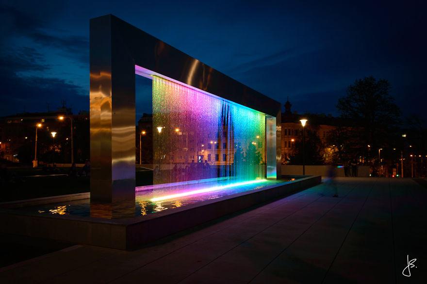 Cette incroyable fontaine multicolore se trouve en République Tchèque fontaine-brno-multicolore-9